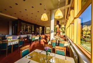 Hotel-Boboty-restauracia1